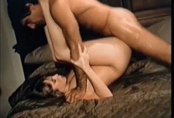 Винтажное ретро порно видео с не бритой пиздой и натуральными сиськами