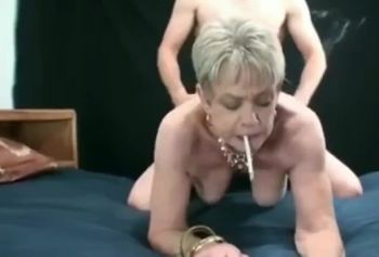 Порно старой проститутки с сигаретой